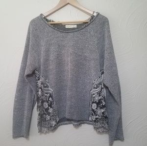 Urban Oufitters distressed knit sweater size Large